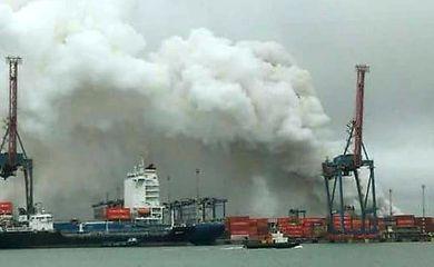 Vazamento de gás interdita terminal de cargas no Guarujá (Divulgação/Corpo de Bombeiros de São Paulo)