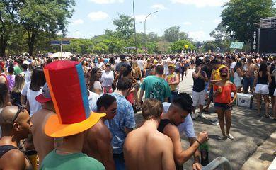 Monobloco anima pré-carnaval na capital paulista