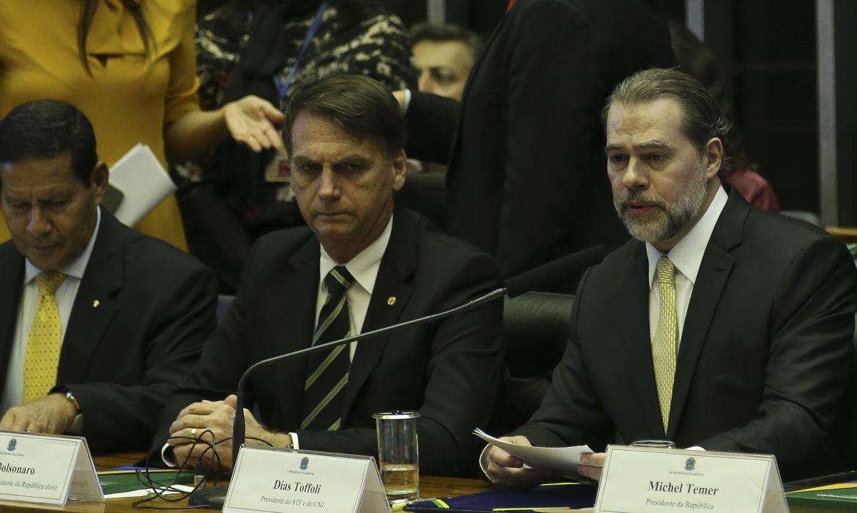 O presidente eleito Jair Bolsonaro e o  presidente do STF, Dias Toffoli, participam no Congresso Nacional da sessão solene em comemoração aos 30 anos da Constituição Federal.