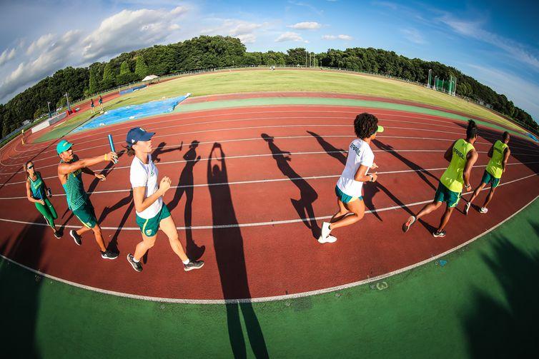 Treino do atletismo misto antes dos Jogos.