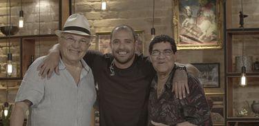 Paulo Debetio e Paulinho Rezende são convidados do Samba na Gamboa