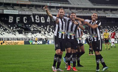 Botafogo bate Brasil-RS e sobe na tabela da Série B