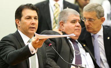 Brasília - Os deputados Arthur Maia, Carlos Marun, e Darcísio Perondi durante sessão da comissão especial para votar parecer da reforma da Previdência Social (Marcelo Camargo/Agência Brasil)