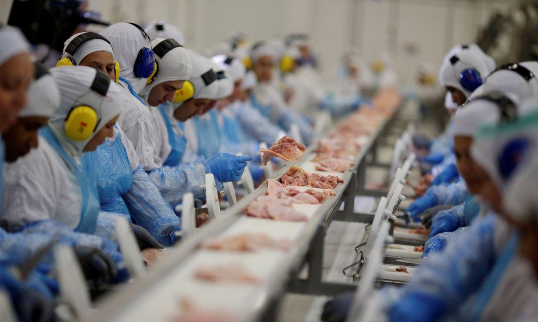 Unidade da empresa JBS na cidade da Lapa, no Paraná. A empresa é um dos alvos da Operação Carne Fraca, que investiga irregularidades em frigoríficos no país (Ueslei Marcelino/Reuters/Direitos reservados)