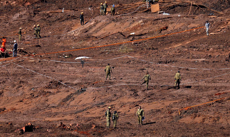 Militares israelenses durante buscas por vítimas em Brumadinho, onde uma barragem da mineradora Vale se rompeu.