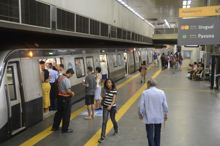 Plataforma de embarque da estação Central do Metrô Rio, no centro da cidade.