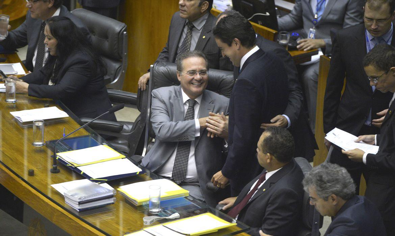 Brasília - Renan Calheiros preside sessão do Congresso Nacional para votação de matérias orçamentárias (Valter Campanato/Agência Brasil)