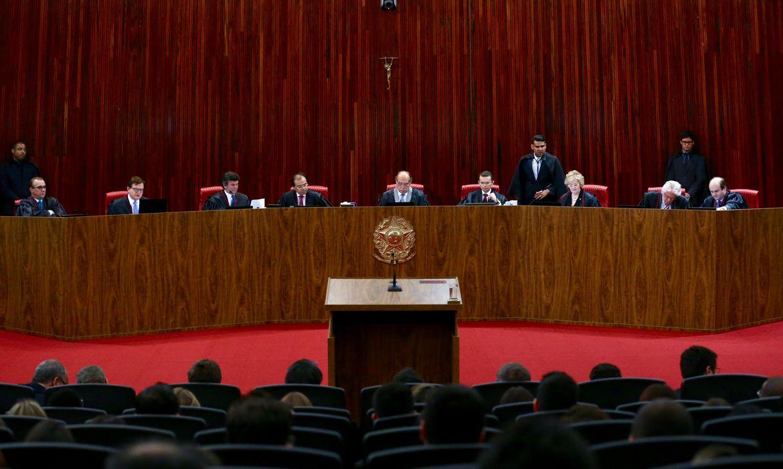 Brasília - O Tribunal Superior Eleitoral (TSE) retoma o julgamento da ação em que o PSDB pede a cassação da chapa Dilma-Temer, vencedora das eleições presidenciais de 2014 (Fabio Rodrigues Pozzebom/Agência Brasil)