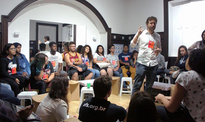 EFEITO +Jovens debatem como contribuir para alcançar os Objetivos do Desenvolvimento Sustentável.