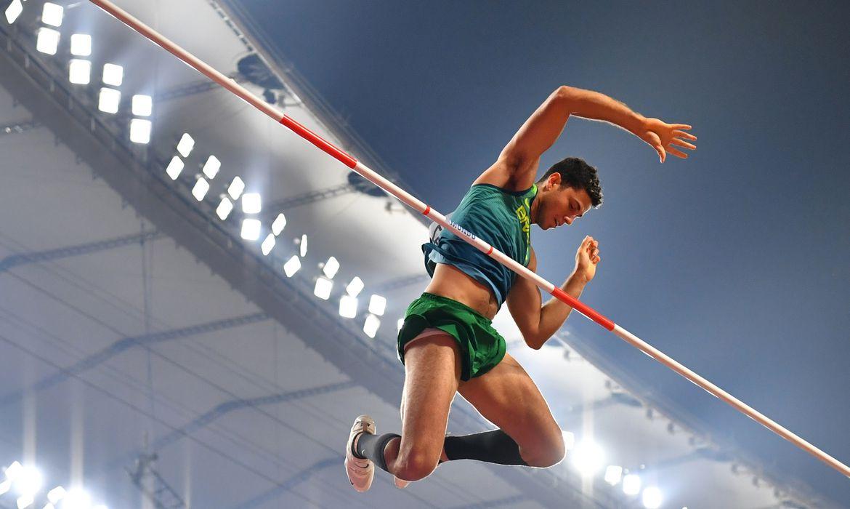 Athletics - World Athletics Championships - Doha 2019 - Men's Pole Vault Final - Khalifa International Stadium, Doha, Qatar - October 1, 2019 Brazil's Thiago Braz in action REUTERS/Dylan Martinez