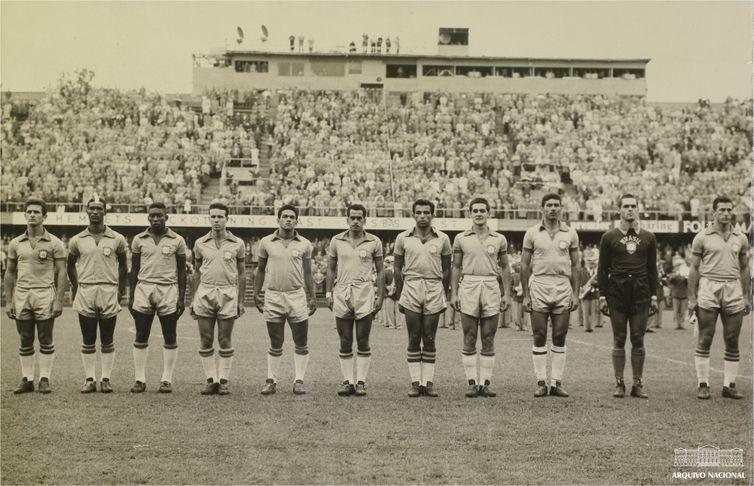 Pelé, Seleção brasileira perfilada antes de partida válida pela Copa do Mundo da Suécia, junho de 1958. Arquivo Nacional. Fundo Correio da Manhã.