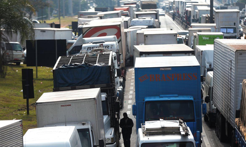 Caminhoneiros na BR-116, Rodovia Régis Bittencourt - REUTERS/Leonardo Benassatto